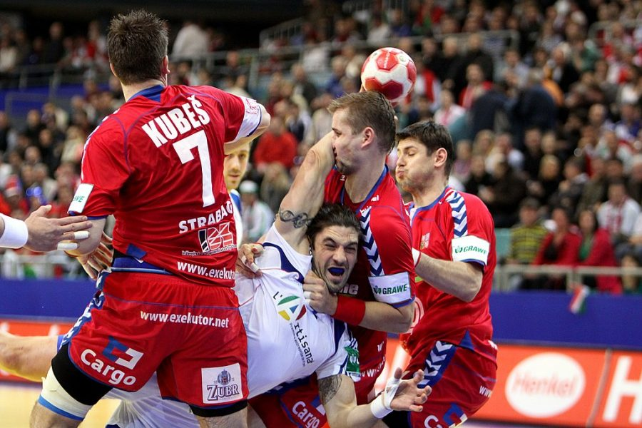 Photo+Credit+Steindy-%0A2010+European+Men%27s+Handball+Championship+Group+D%3A+Czech+Republic+vs.+France+20%3A21+%E2%80%94+Bertrand+Gille+%28France+national+handball+team%29+is+blocked+by+three+Czech+Republic+Players.