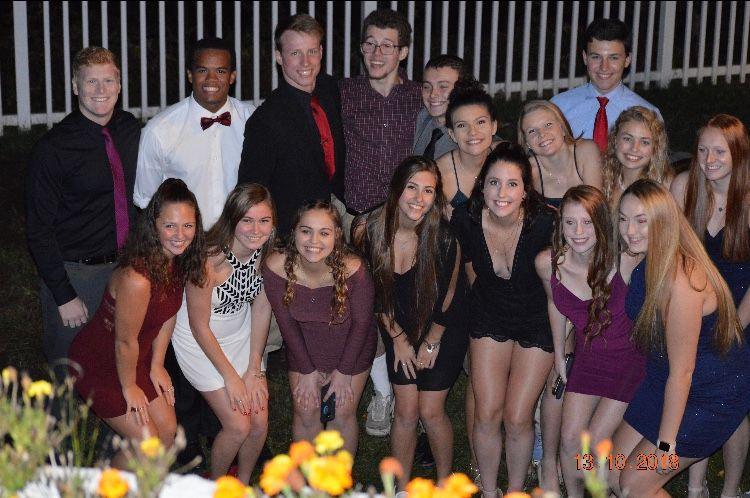 Students+ready+for+the+homecoming+dance